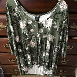 Torrid high low empire top- size 2 worn once